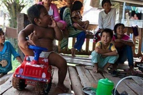 Foto yang dianggap menunjukkan kegagalan orang tua di Indonesia dalam mendidik anak